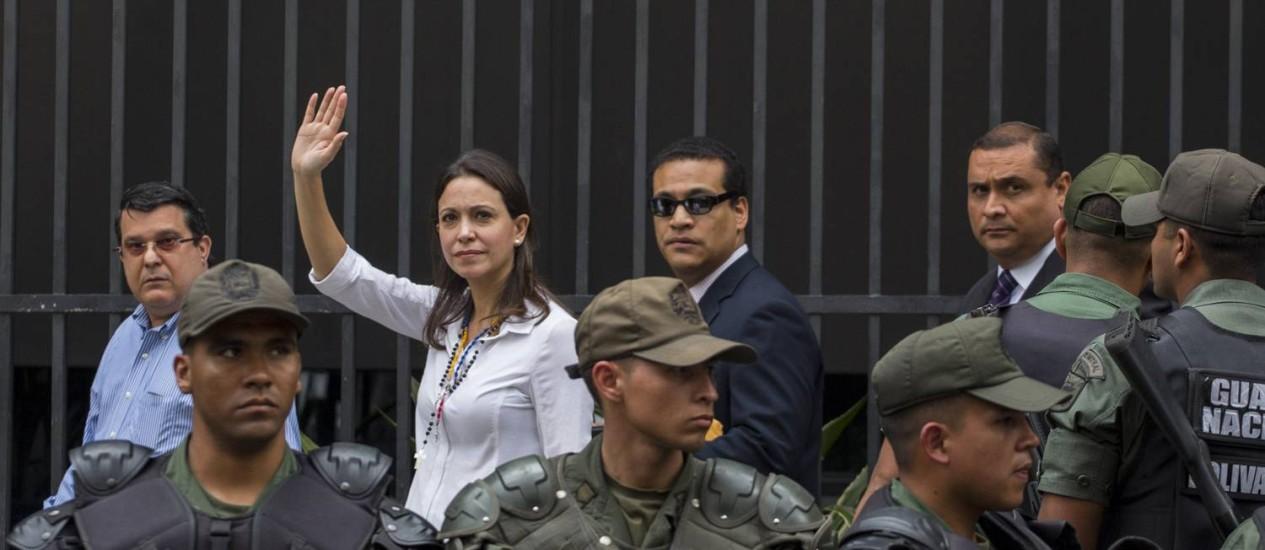 Maria Corina Machado chega à Procuradoria: Guarda Bolivariana montou esquema para evitar conflitos Foto: AP