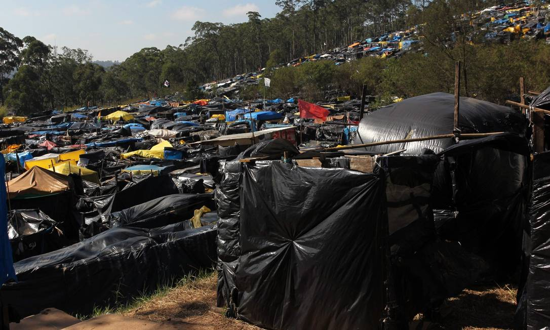 Cerca de 4 mil famílias vivem em acampamento do MTST próximo ao Itaquerão, na Zona Leste de São Paulo Foto: Marcos Alves / Agência O Globo
