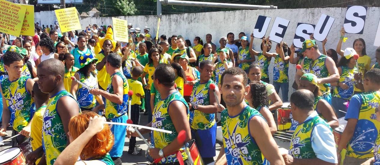 Para integrantes da Igreja Batista Missionária da Independência e da Convenção Batista Brasileira, a Copa é um espaço de convivência entre as diferenças Foto: André Miranda / O Globo