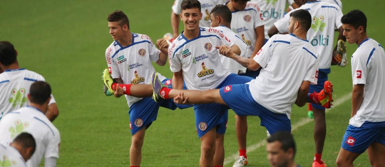De bem com a vida: após a virada por 3 a 1 contra o Uruguai, jogadores treinam na Vila Belmiro Foto: Michel Filho / Agência O Globo