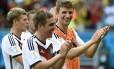 Thomas Mueller, artilheiro do jogo, Philipp Lahm e Toni Kroos comemoram a vitória