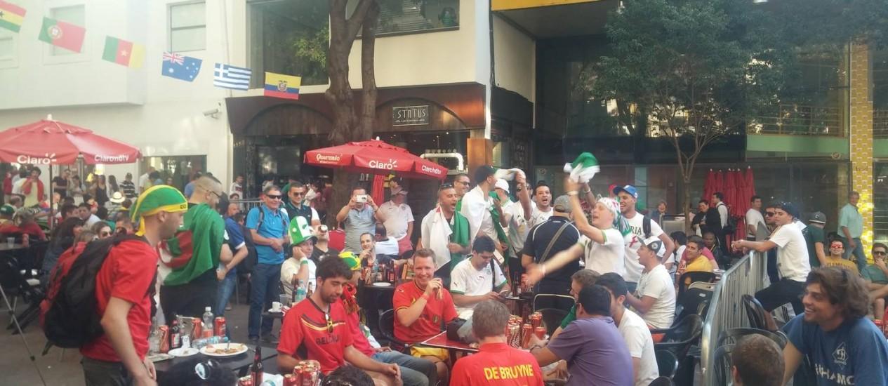 Argelinos e belgas lotaram bares em Belo Horizonte nesta segunda-feira Foto: Ezequiel Fagundes / Agência O Globo