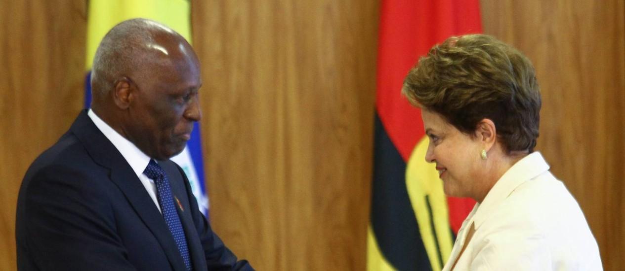 O presidente da Angola José Eduardo do Santos comete gafe e diz que público que xingou Dilma é alegre e animado Foto: Agência O Globo / André Coelho