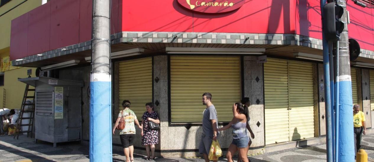Fachada de padaria em São Gonçalo onde houve explosão de gás Foto: Fabiano Rocha / Agência O Globo