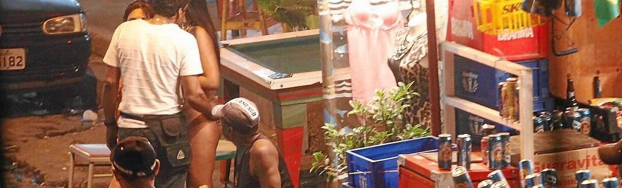 Vila Mimosa. Tradicional ponto do mercado do sexo carioca tem recebido brasileiros: estrangeiros preferem termas Foto: Agência O Globo / Antonio Scorza