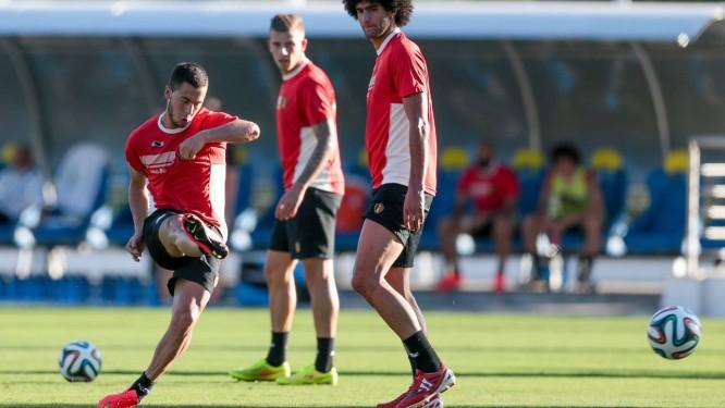Observado por companheiros, Hazard ensaia finalizações no treino da Bélgica, em Belo Horizonte: de volta às Copas após 12 anos Foto: Agência O Globo / Pedro Kirilos