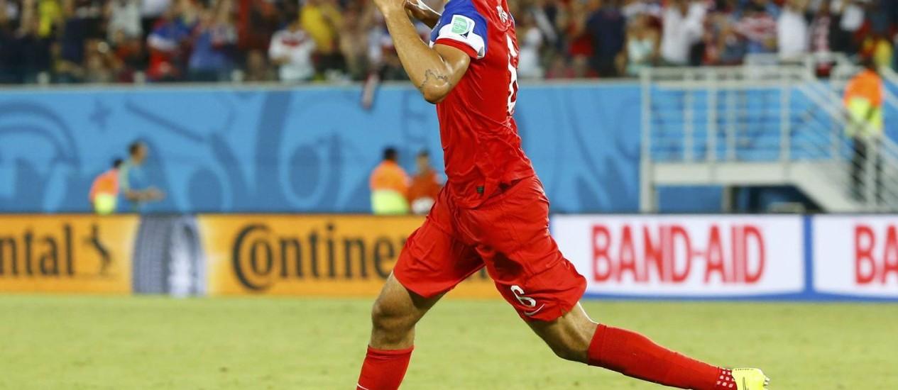 John Brooks comemora o gol da vitória americana Foto: STEFANO RELLANDINI / REUTERS