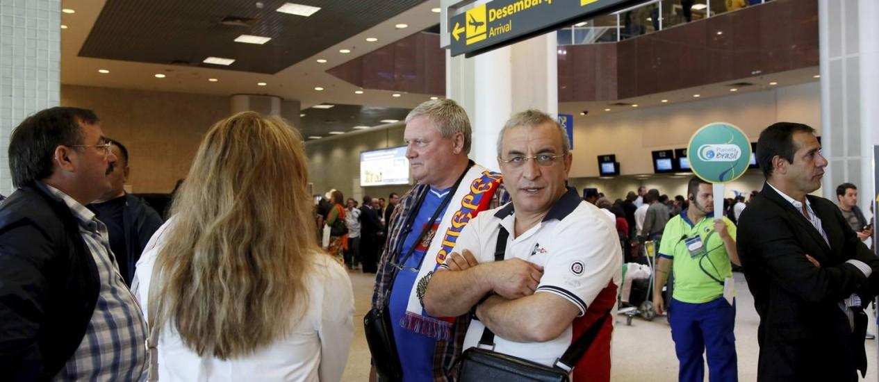 Turistas russos aguardam voo no aeroporto Santos Dumont Foto: Marcos Tristão / Agência O Globo