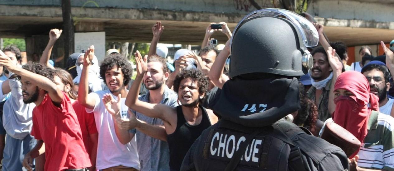 Confusão durante desocupação de imóvel em Recife Foto: Agência O Globo