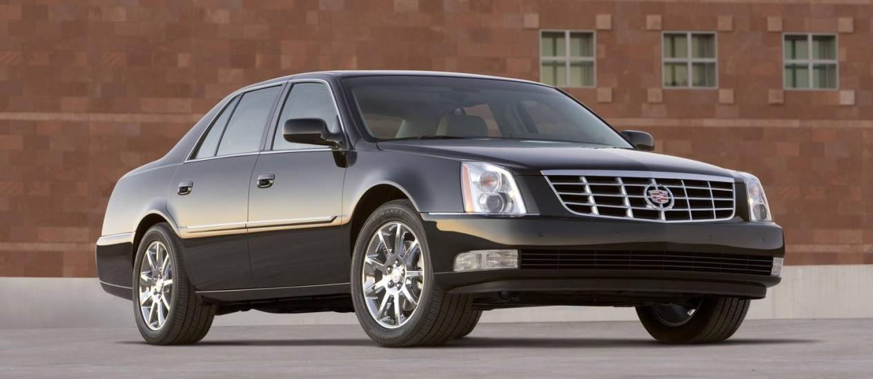 O Cadillac DTS é um dos sete modelos incluídos no recall convocado pela montadora americana Foto: Divulgação