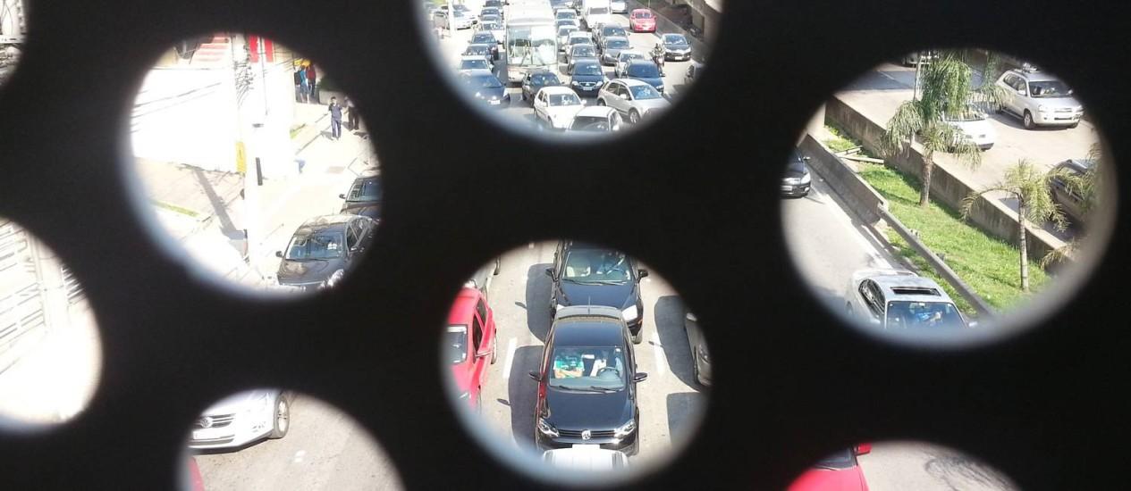 Excesso de carros na Marginal Pinheiros pouco antes do jogo. Congestionamento chegou a 302 km em São Paulo, às 15h Foto: Leonardo Guandeline / Agência O Globo