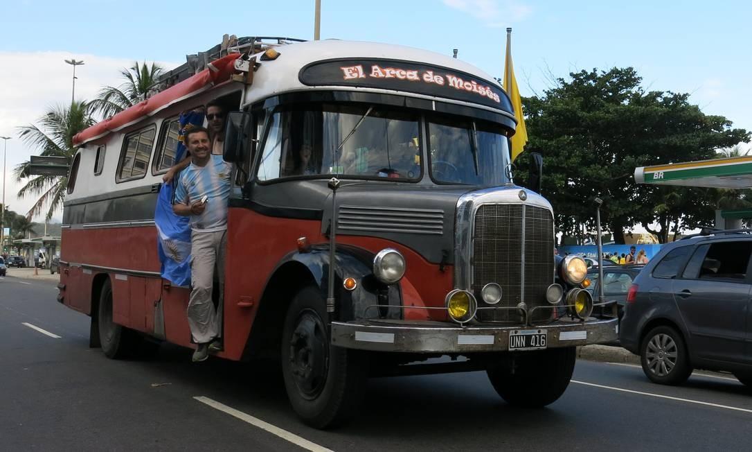 """A """"Arca de Moisés"""" veio de Mendoza, na Argentina, ao Rio em seis dias, trazendo oito torcedores Foto: / Jason Vogel"""