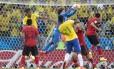Outra boa intervenção de Ochoa no fim da partida