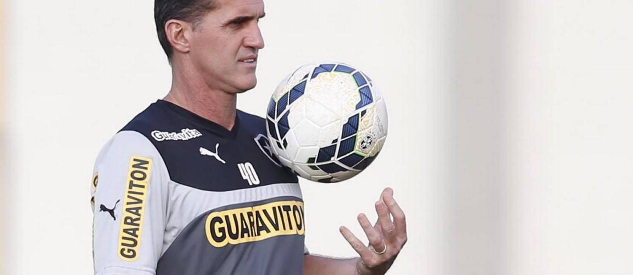 O técnico Wagner Mancini está com mais duas opções ofensivas no plantel Foto: Alexandre Cassiano