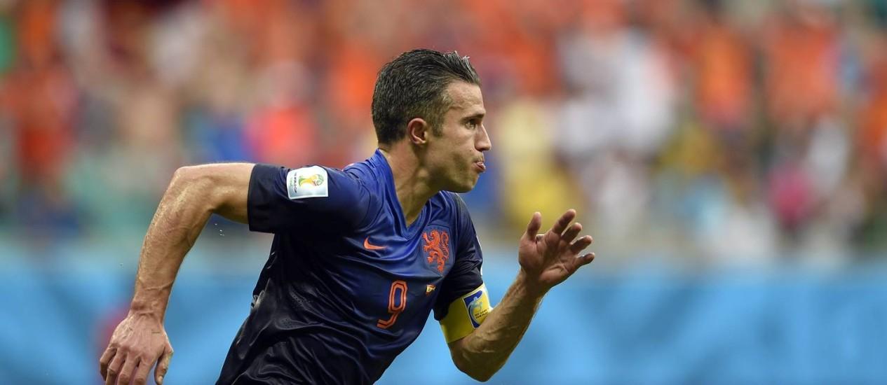 Robin van Persie durante a partida com a Espanha: dois gols e vitória por 5 a 1 Foto: LLUIS GENE / AFP