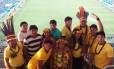 """Um grupo de 15 índios ganhou ingressos da Funai para o estádio, em Cuiabá: """"Nunca pensei que iríamos assistir à Copa do Mundo com povos de outros países"""""""