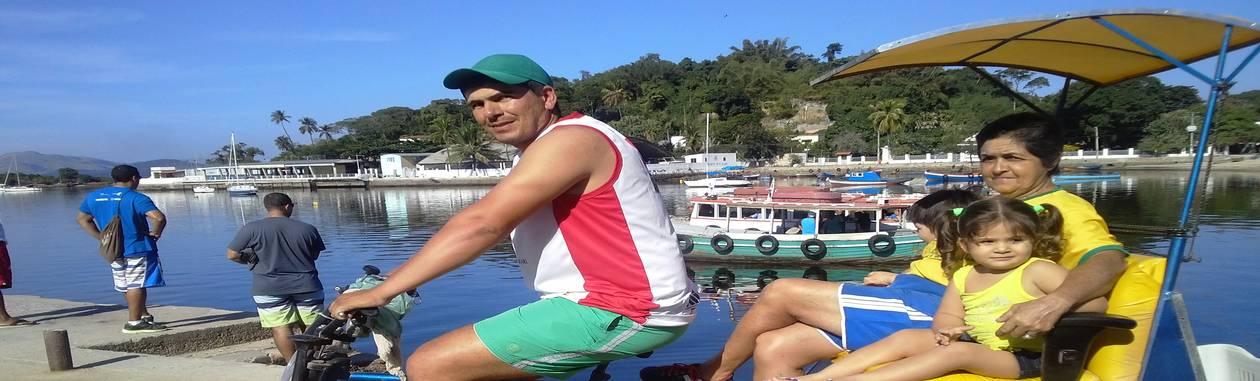 Ednard com passageiros em Paquetá: