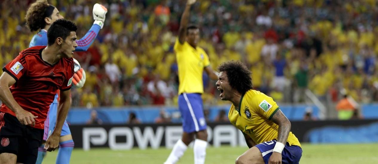 No fim do jogo, Marcelo reclama de pênalti não marcado Foto: Andre Penner / AP