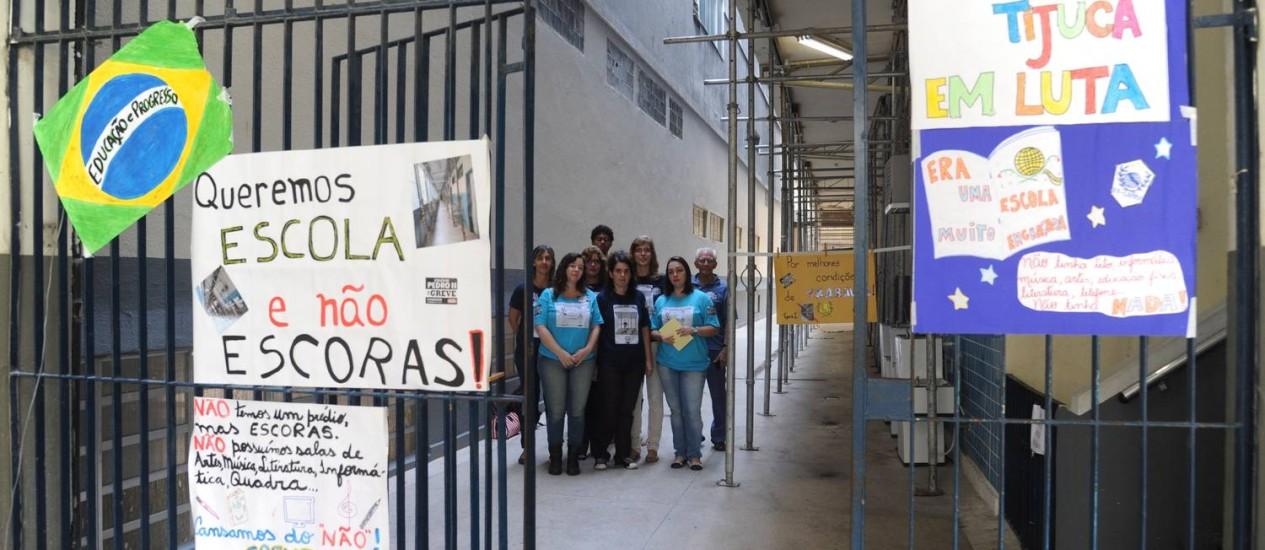Professores protestam contra infraestrutura precária da unidade Tijuca I, que chegou a ser interditada pela Defesa Civil Foto: Adriana Lorete / Agência O Globo