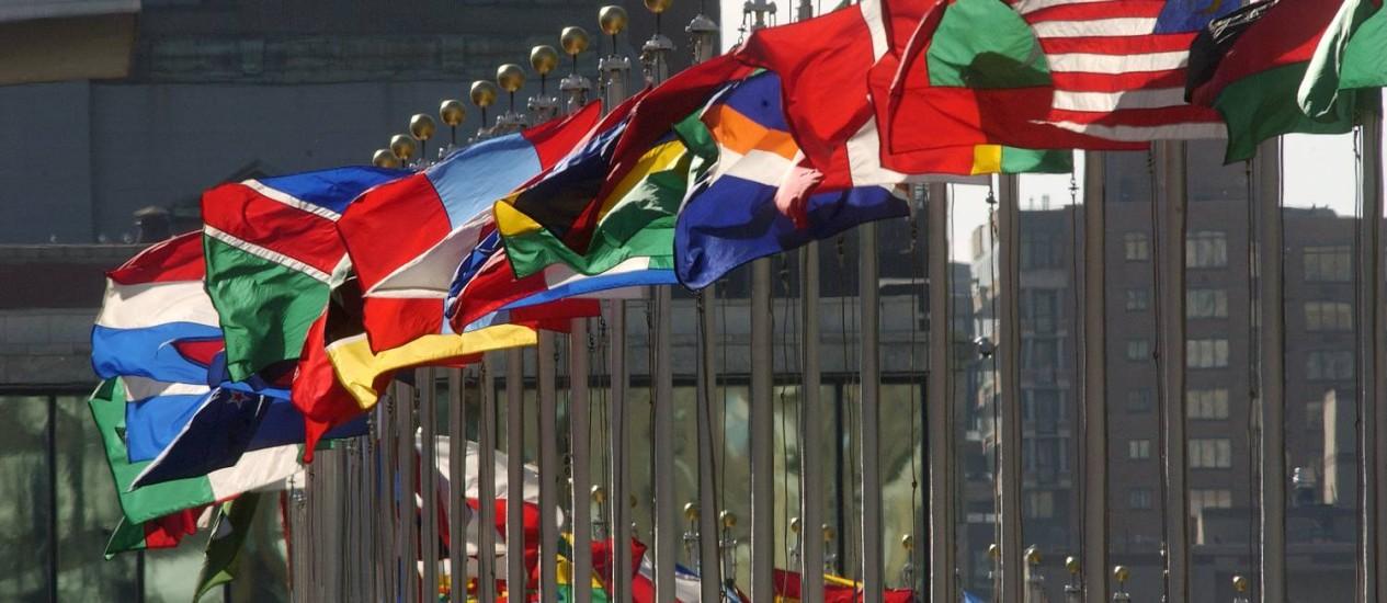 Bandeiras no prédio da ONU, em Nova York Foto: UN Photo/Joao Araujo Pinto