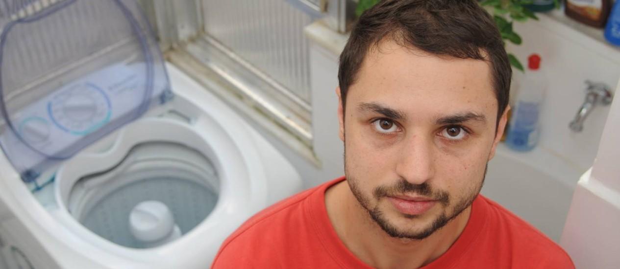 Fernando Gheiner teve que esperar 40 dias pelo conserto definitivo de sua máquina de lava ao usar a garantia estendida Foto: Adriana Lorete