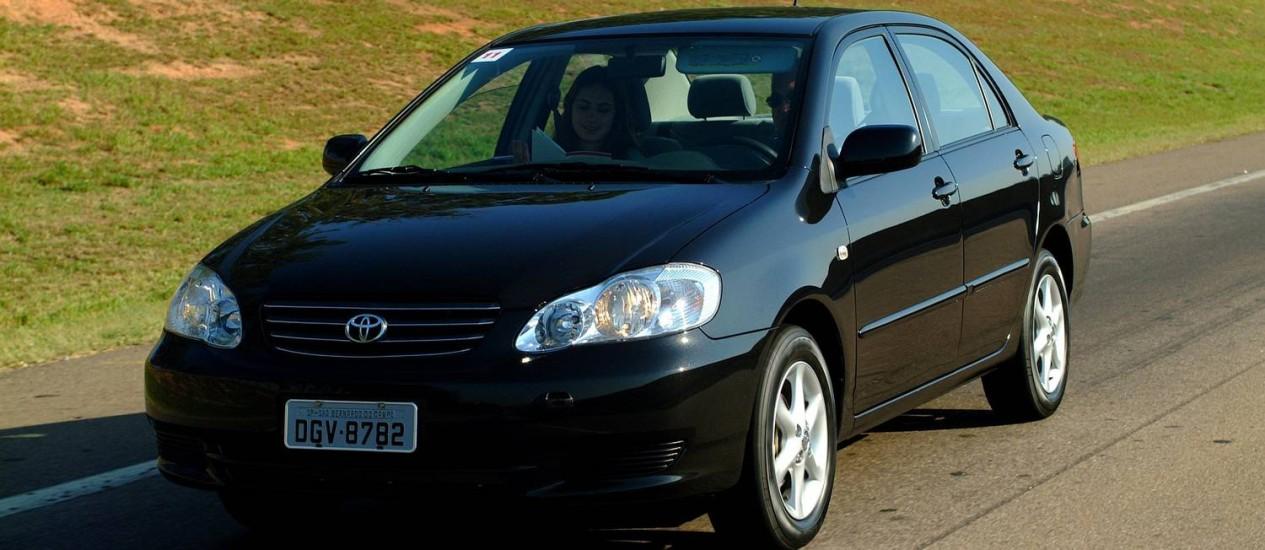 O Toyota Corolla fabricado em 2012 está entre os mais de 28 mil envolvidos no recall por problemas no airbag Foto: Divulgação