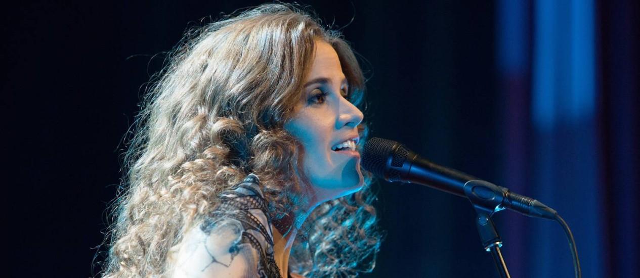 Há 10 anos na estrada, Ana Cañas possui um repertório que mescla clássicos de diversas vertentes da música com composições autorais Foto: Divulgação/Marcos Hermes