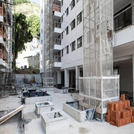 Construído no local de um antigo prédio histórico , em um investimento de R$ 4 milhões, o condomínio Atrium Residence & Loft vai contar com 257 apartamentos Foto: Bárbara Lopes