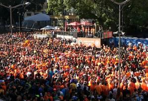 'Mar laranja' toma as ruas do centro de Porto Alegre antes de Holanda x Austrália Foto: Flávio Ilha/O Globo