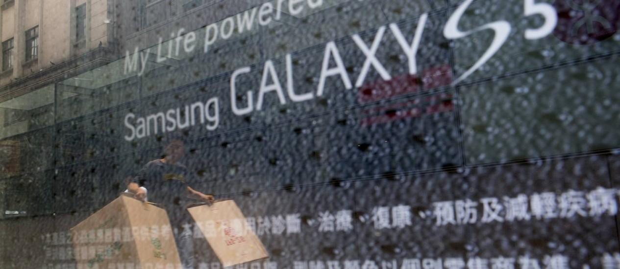 Nova versão do Galaxy S5 ainda não tem preço definido nem data para chegar às prateleiras Foto: Bloomberg/Brent Lewin