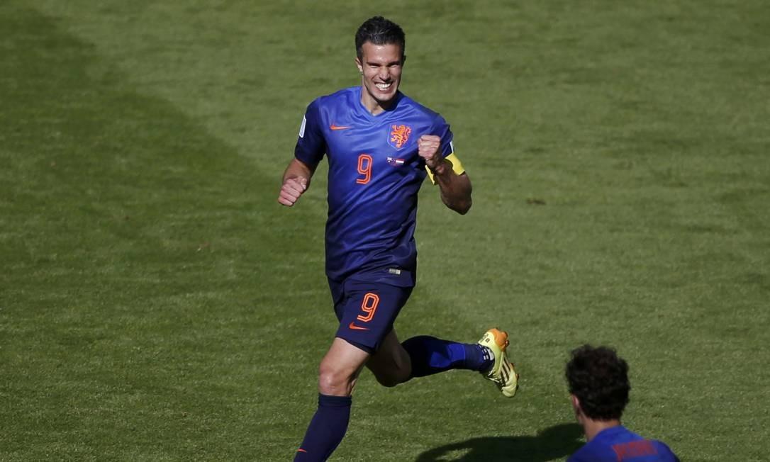O holandês Van Persie é outro que tem quatro gols, o último marcado contra o Brasil MARKO DJURICA / REUTERS