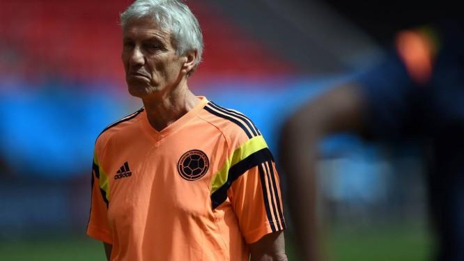 O argentino José Pekerman no teste de reconhecimento do campo do Estádio Mané Garrincha: mistério na escalação da Colômbia Foto: EITAN ABRAMOVICH / AFP