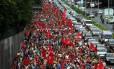 Protesto do MTST fecha parte de Avenida 23 de Maio em São Paulo para pressionar vereadores a aprovar mudanças em lei de zoneamento em áreas de ocupações