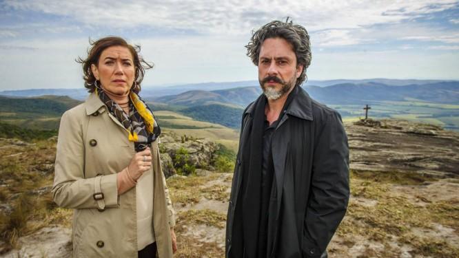 Lilia Cabral e Alexandre Nero em gravações em Carrancas da novela