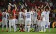 Chilenos comemoram a classificação heróica sobre os atuais campeões mundiais