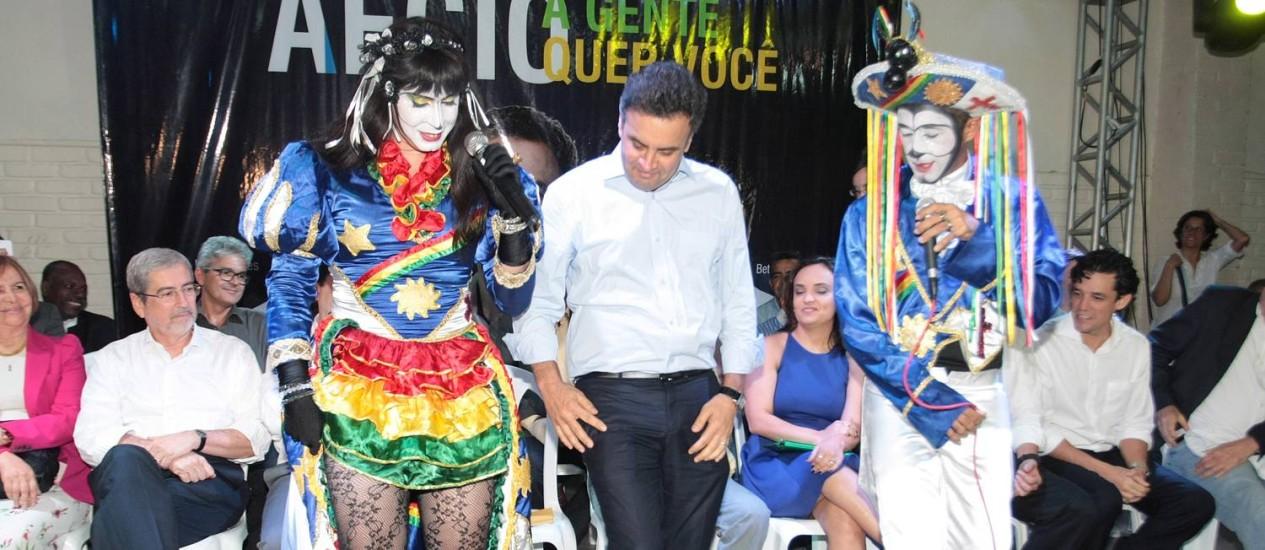 Aécio Neves em evento em Jaboatão dos Guararapes, região metropolitana de Recife: críticas a gestão petista Foto: Hans Von Manteuffel / Agência O Globo