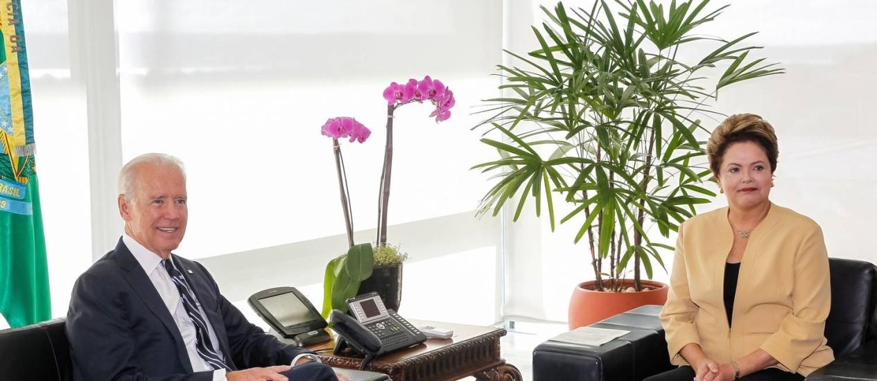 <br /><br /> Joe Biden em encontro com a presidente Dilma na última terça-feira, em Brasília: vice-presidente americano trouxe uma primeira seleção de papéis sigilosos para a presidente<br /><br /> Foto: Arquivo / Roberto Stuckert Filho/AP