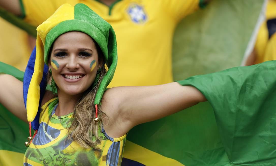 A brasileira, além de gata, não poupou acessórios verde e amarelos Foto: Marcio Jose Sanchez / AP