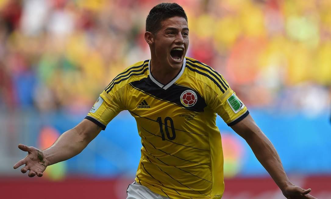A Colômbia já está fora. Mas, aos 22 anos e em seu primeiro Mundial, James Rodríguez fez bonito e é o artilheiro isolado, com seis gols Foto: EITAN ABRAMOVICH / AFP
