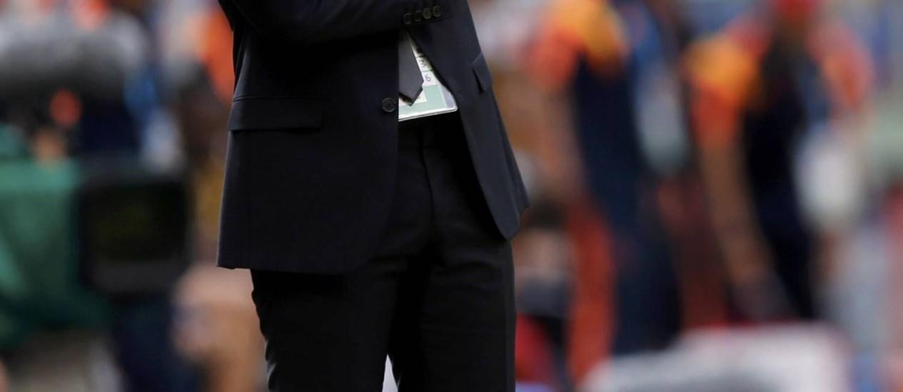 Sabri Lamouchi, pensativo, no gramado do Mané Garrincha: derrota para a Colômbia foi considerada injusta pelo técnico Foto: UESLEI MARCELINO / REUTERS