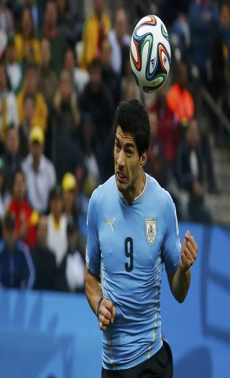 Aos 39 minutos do primeiro tempo, o uruguaio Luis Suárez, de cabeça, abriu o placar Foto: LASZLO BALOGH / REUTERS