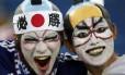 Dupla animada de torcedores japoneses em Natal