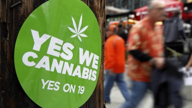 Adesivo apoia a legalização da maconha na Califórnia, em janeiro desse ano. Agora é Nova York quem discute a questão Foto: MIKE BLAKE / REUTERS