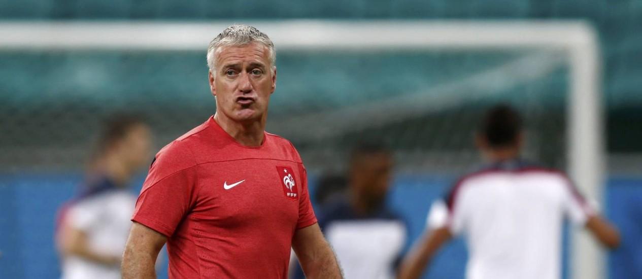 O técnico francês, Didier Deschamps, durante treino na Fonte Nova Foto: MARCOS BRINDICCI / REUTERS