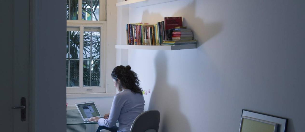 Falta informação. A estudante Marina Barros se preocupa com o uso que as empresas fazem das informações Foto: Leo Martins