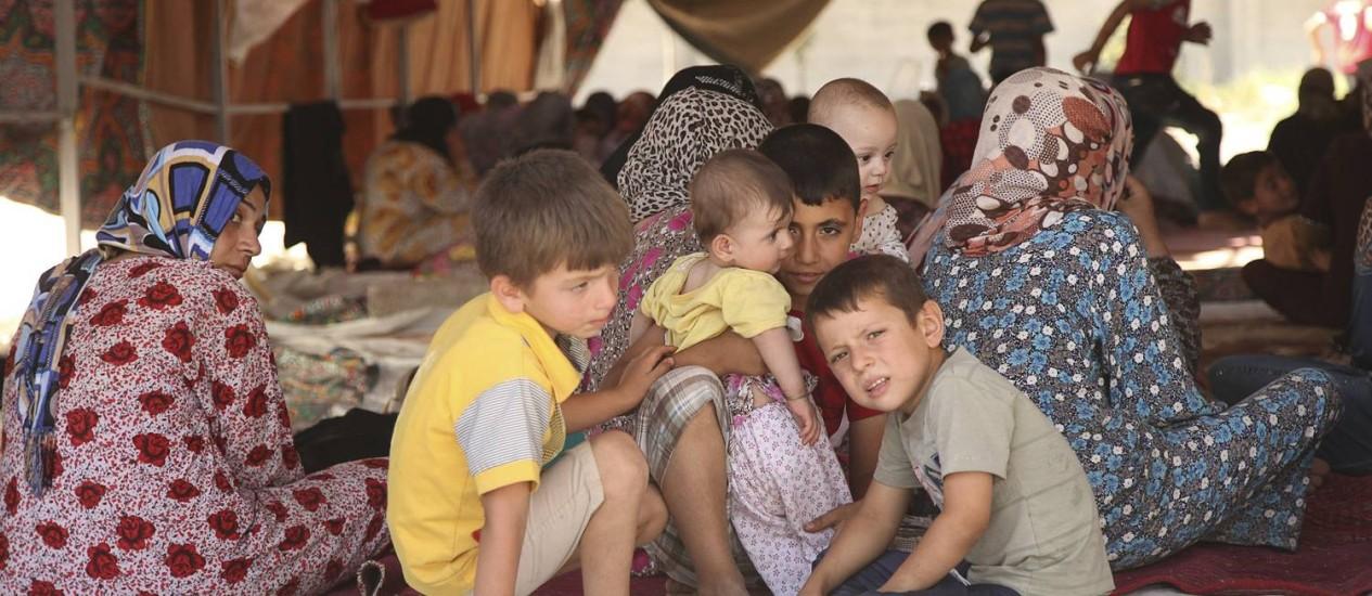 Famílias iraquianas fogem da violência em Tal Afar, a oeste de Mosul Foto: STRINGER/IRAQ / REUTERS