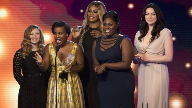 Elenco de 'Orange is the new black' recebe o prêmio de melhor série de comédia do 4º Critics Choice TV Awards Foto: Mario Anzuoni / Reuters