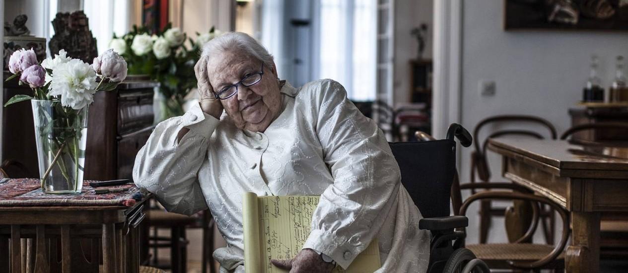 A agente literária catalã Carmen Balcells posa para foto em sua casa, em Barcelona. Foto: GUILLEM VALLE / NYT