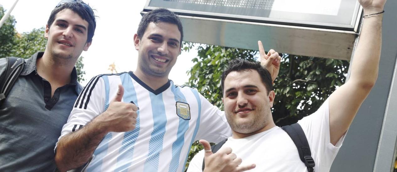 Os argentinos Lucas, Juan Inacio e Tomas Foto: Camilla Maia / Agência O Globo