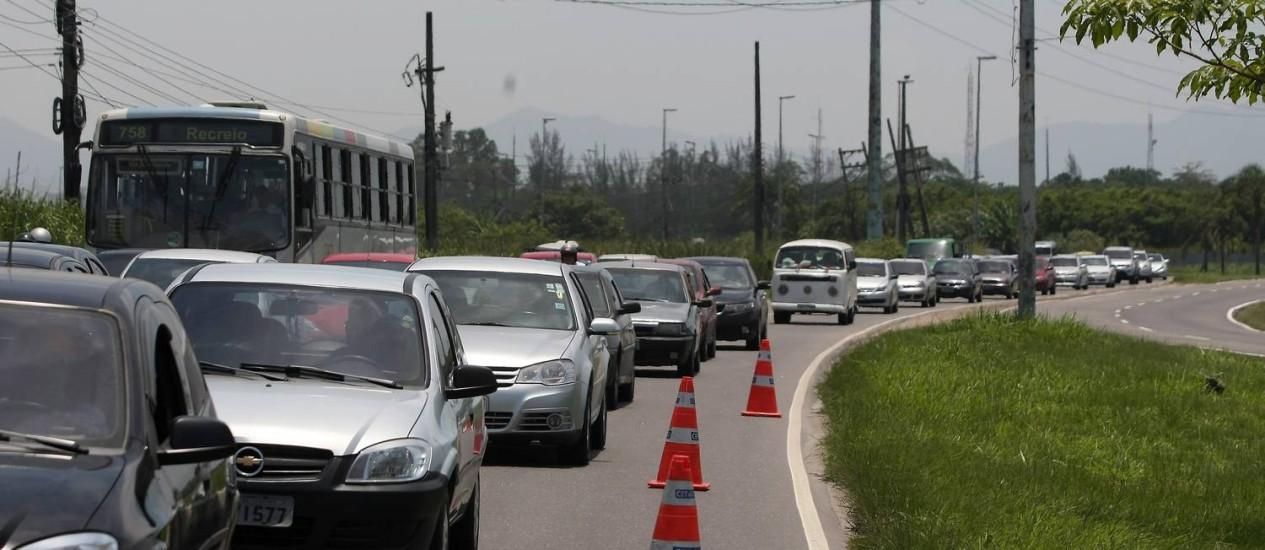 A Avenida Salvador Allende, uma das que serão duplicadas na região dos Jogos Foto: Felipe Hanower / Agência O Globo (02/12/2012)